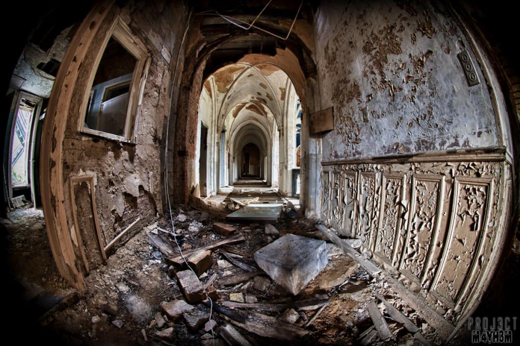 Castle Miranda aka Château Noisy - First floor corridor