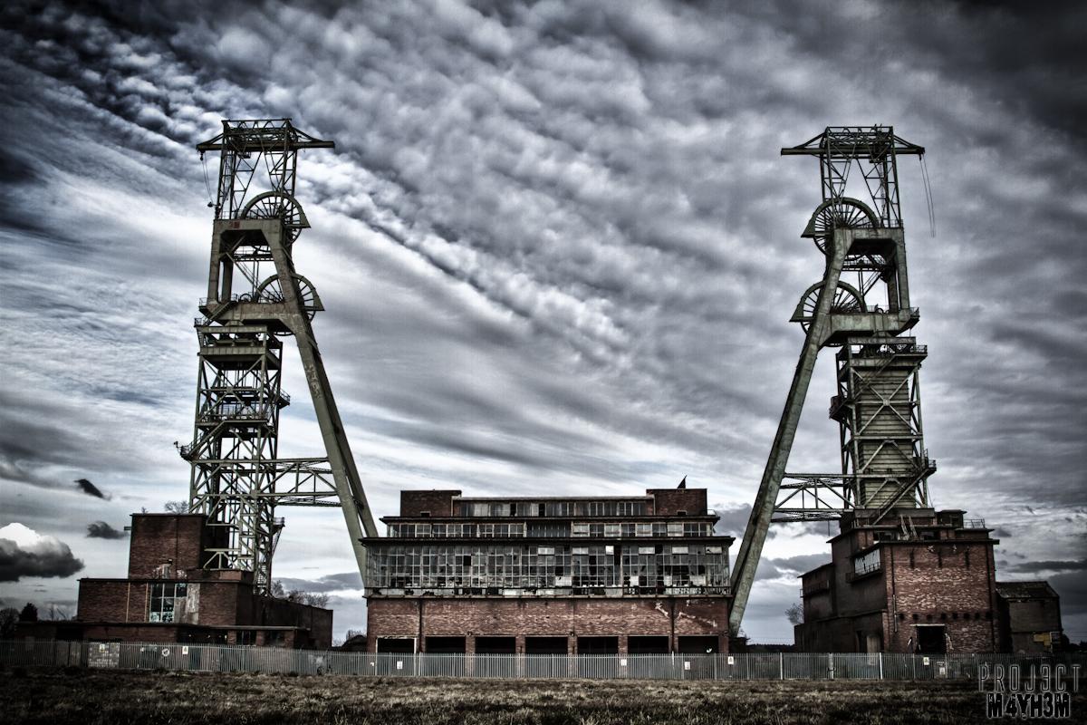 Proj3ctm4yh3m Urban Exploration Urbex Clipstone Colliery Power Relay Head Stacks