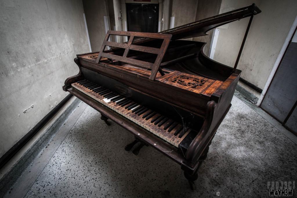 OM Asylum The Grand Piano