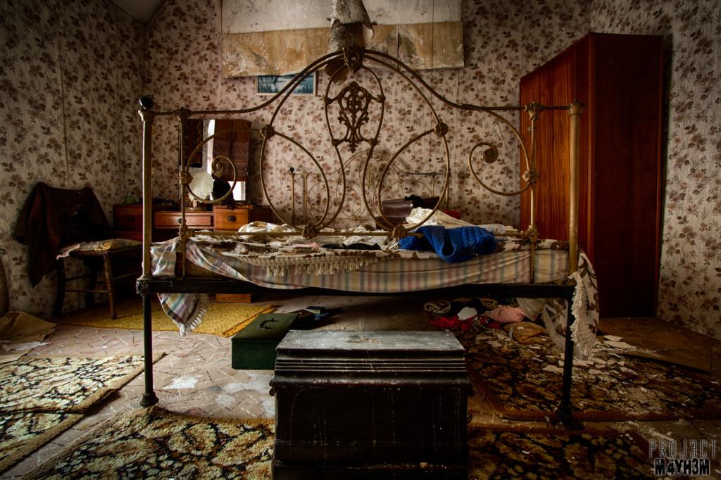 Y Heulog Farmhouse - Bedroom