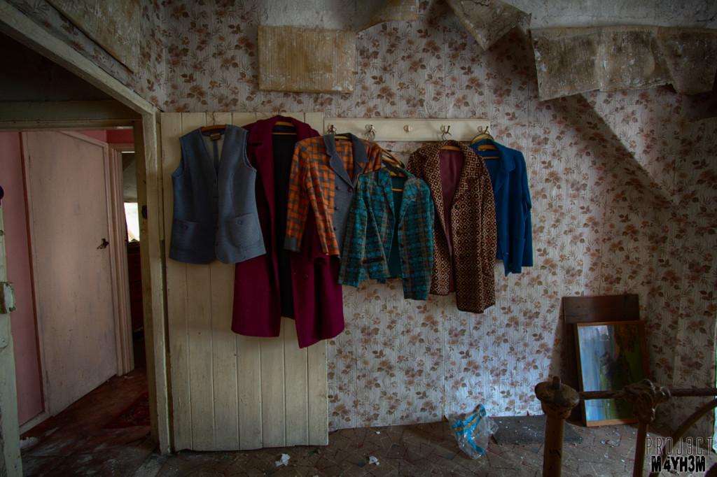 Y Heulog Farmhouse - Clothes