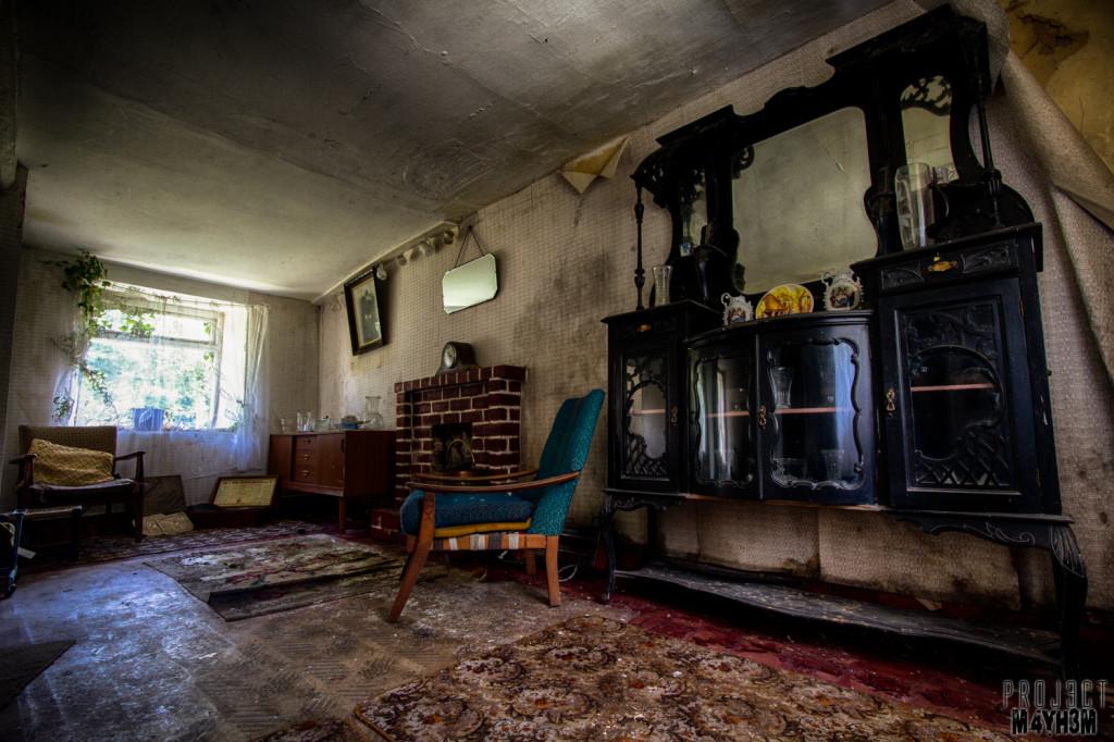 Y Heulog Farmhouse - Living Room