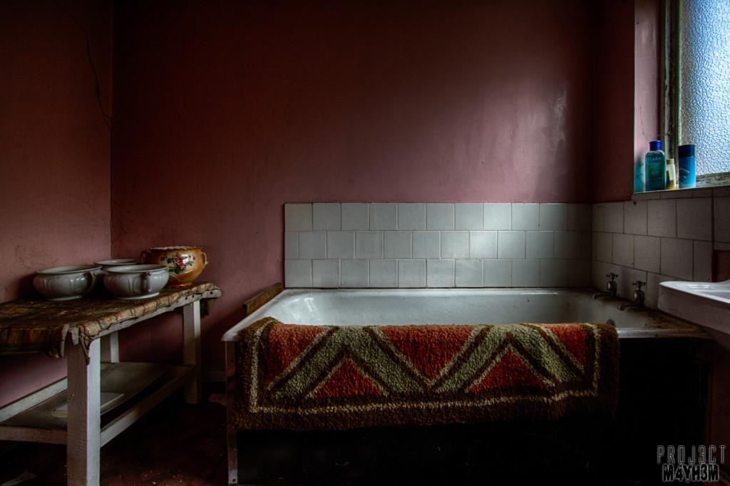 Y Heulog Farmhouse - Bathroom