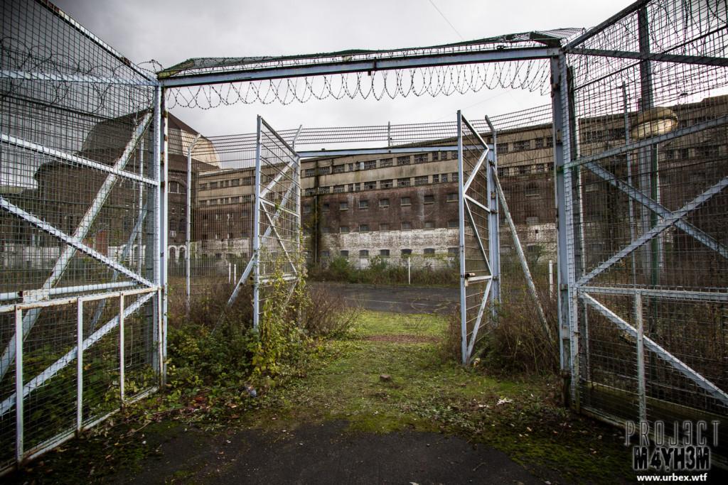 Prison H15 The Gates