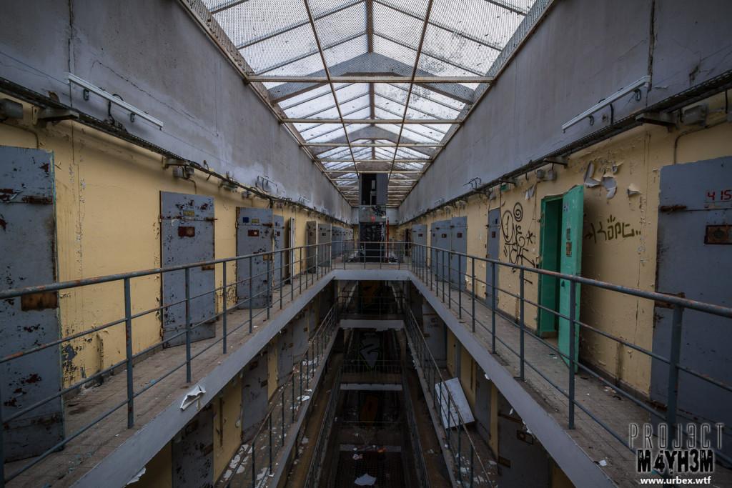 Prison H15 France Cell Block