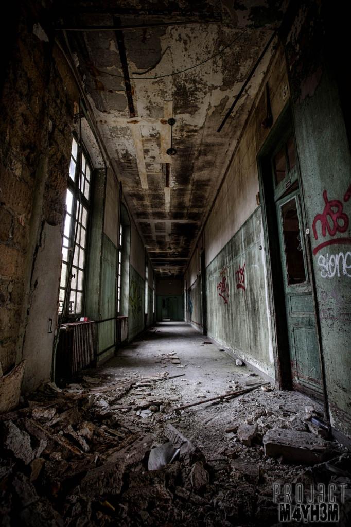 L'hôpital dans la forêt aka Sanatorium Forêt