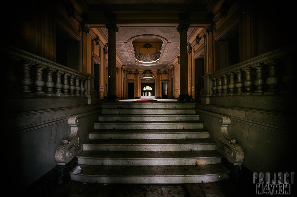 Château Lumiere - Entrance Hall
