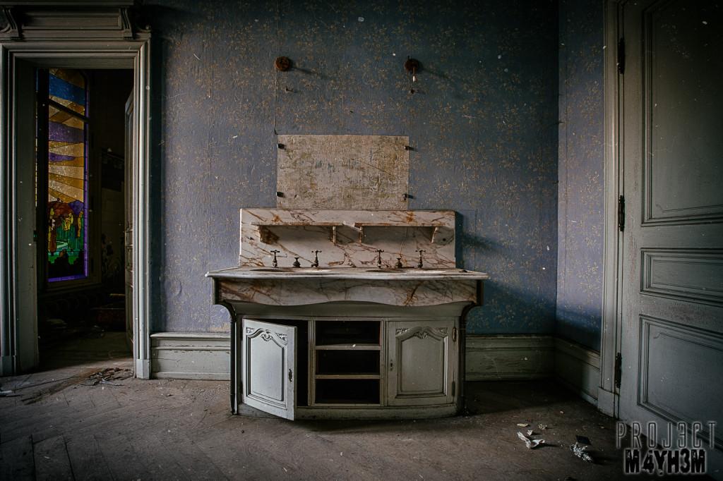 Château Lumiere - Bathroom