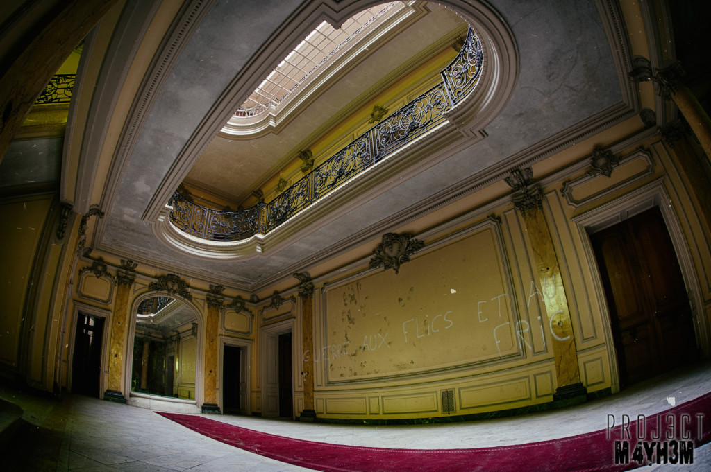 http://www.proj3ctm4yh3m.com/urbex/2014/07/09/urbex-chateau-lumiere-somewhere-france-may-2014-revisit/