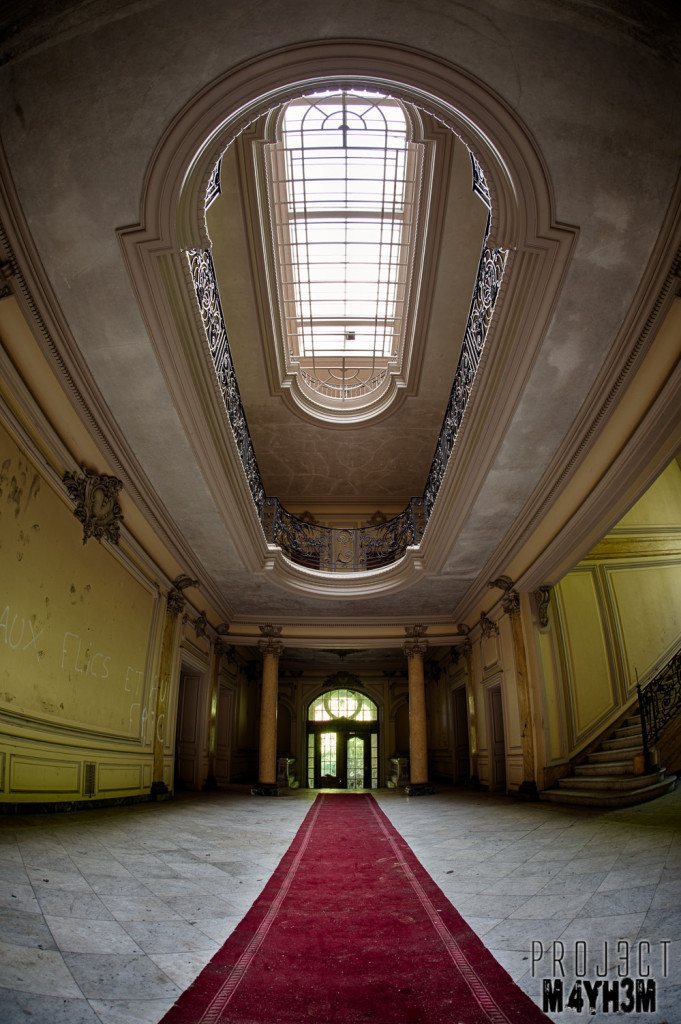 Château Lumiere - Main Entrance Hall
