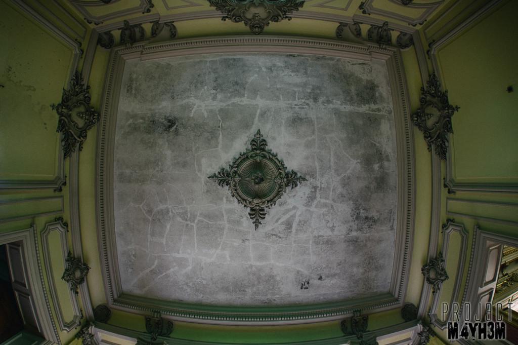 Château Lumiere - Ceiling