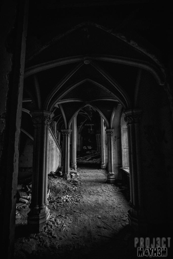 Castle Miranda aka Château Noisy - Darkness