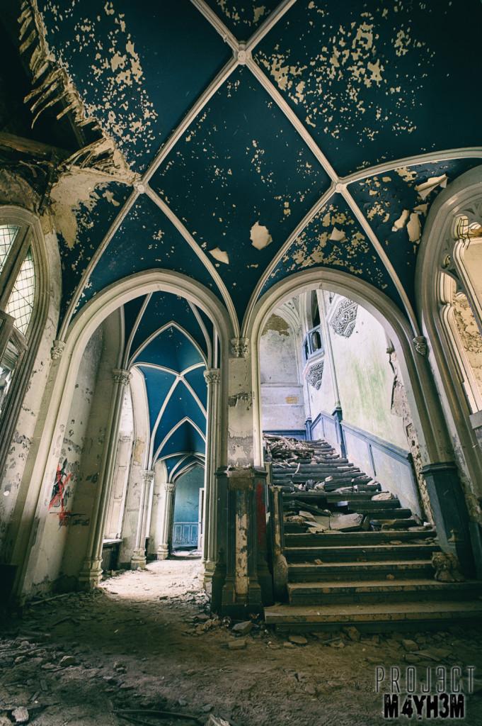 Castle Miranda aka Château Noisy - Stunning Entrance Hall