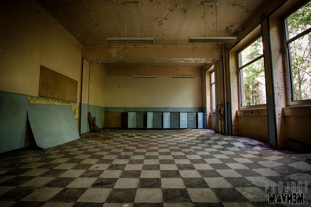 Pensionnat Catholique - Classroom