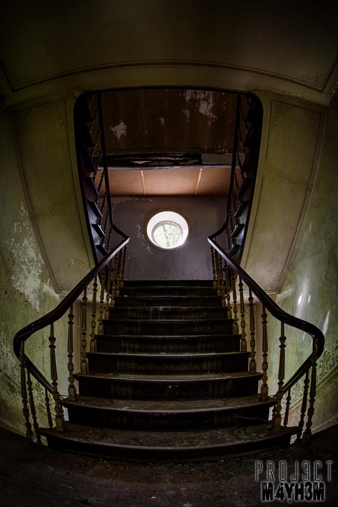 Château D'ah - Staircase
