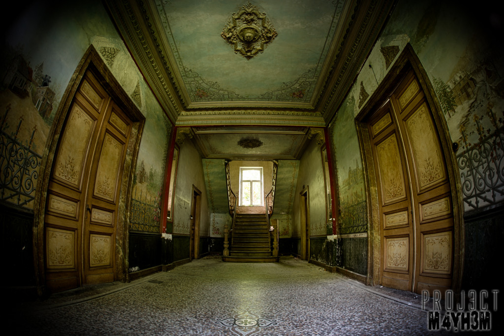 Château D'ah - Entrance Hall