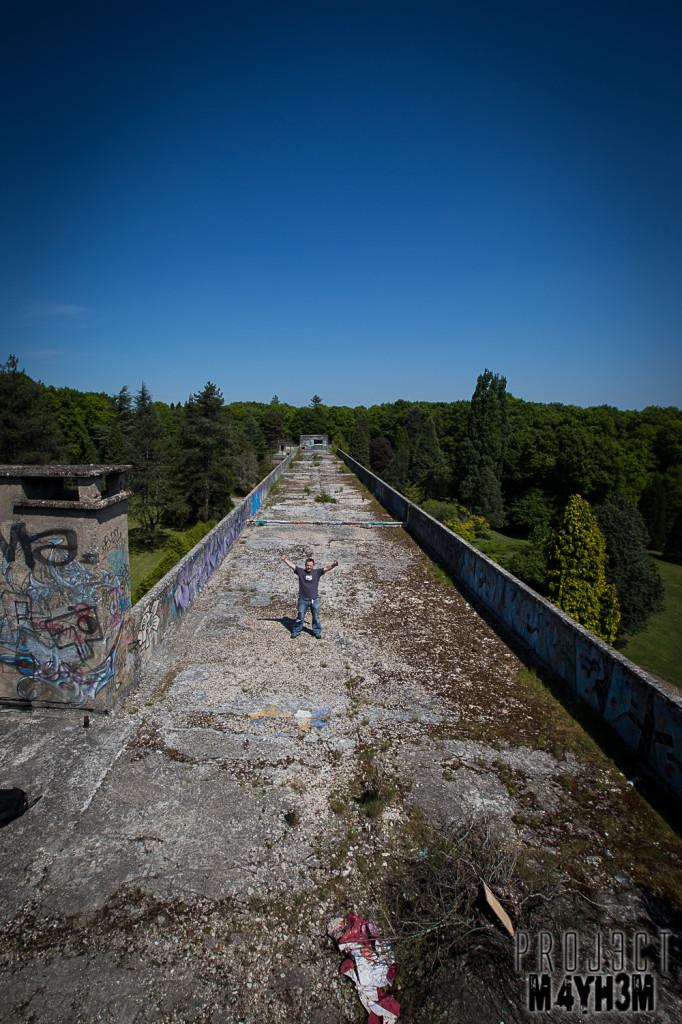 Le Sanatorium d'Aincourt, aka Fleurs de Ruine - Roof Tops