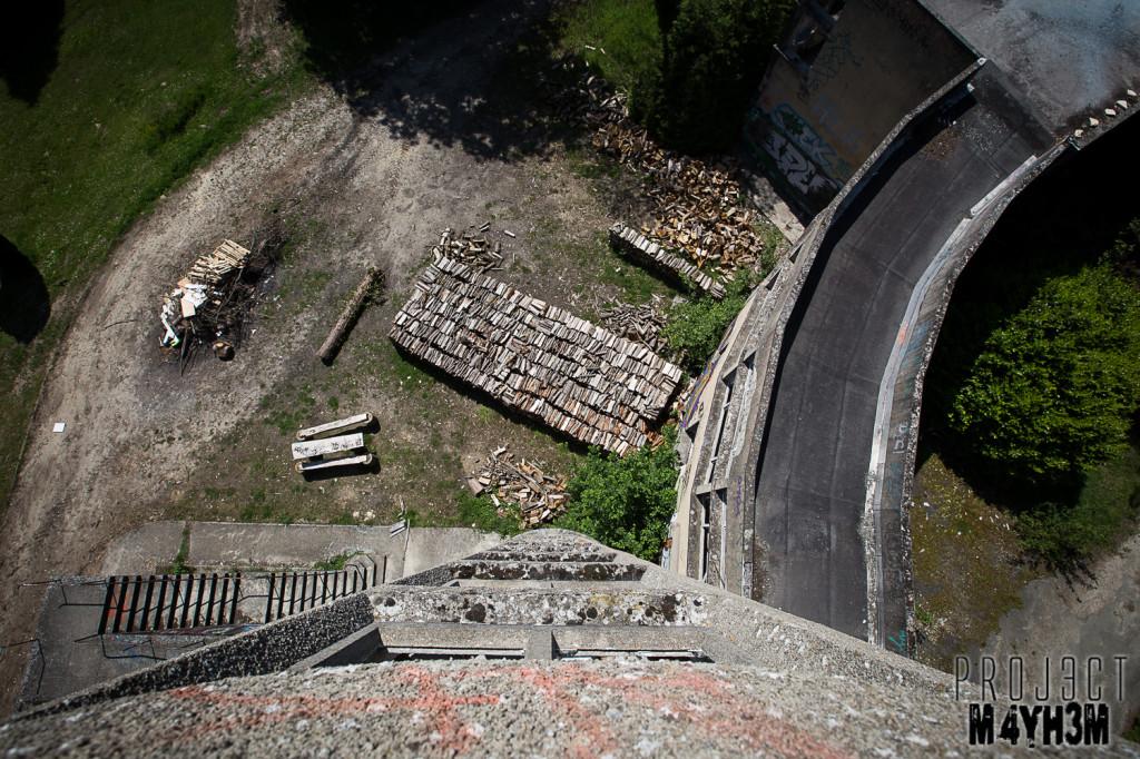 Le Sanatorium d'Aincourt, aka Fleurs de Ruine - Dont Look Down