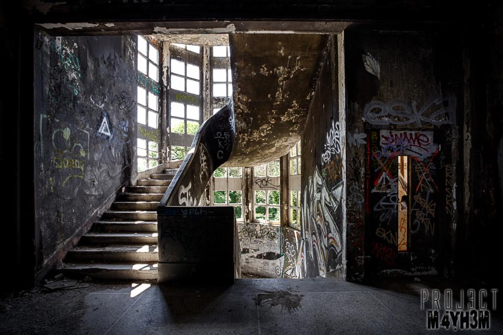 Le Sanatorium d'Aincourt, aka Fleurs de Ruine