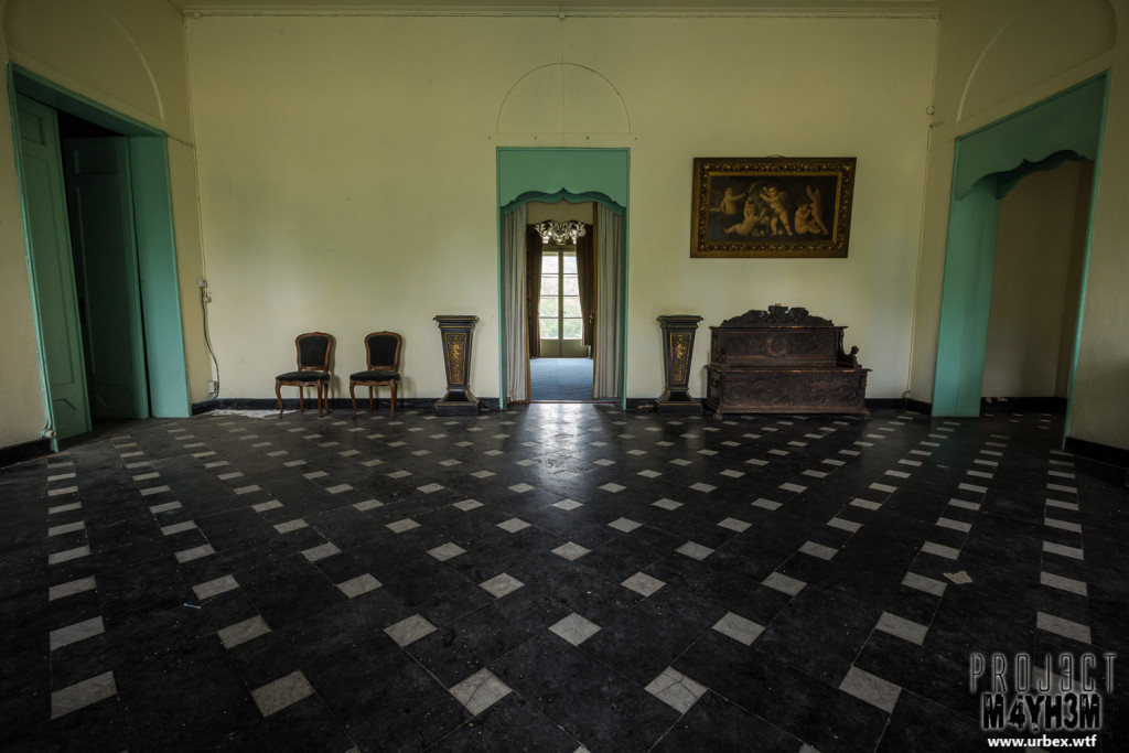 Château de la Chapelle - Entrance Hall