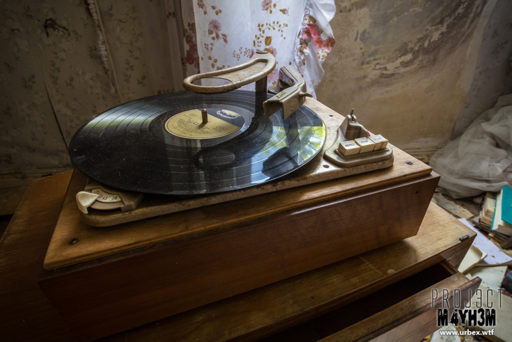 Dr Anna's House and Surgery – Record Player