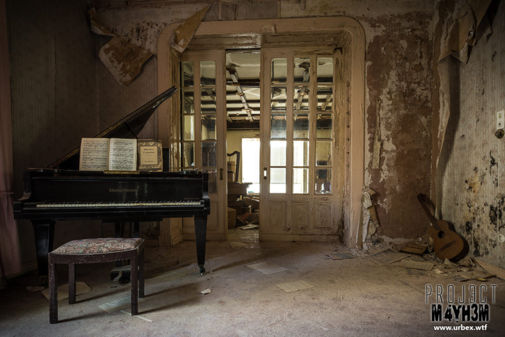 Dr Anna's House and Surgery – The Piano Room