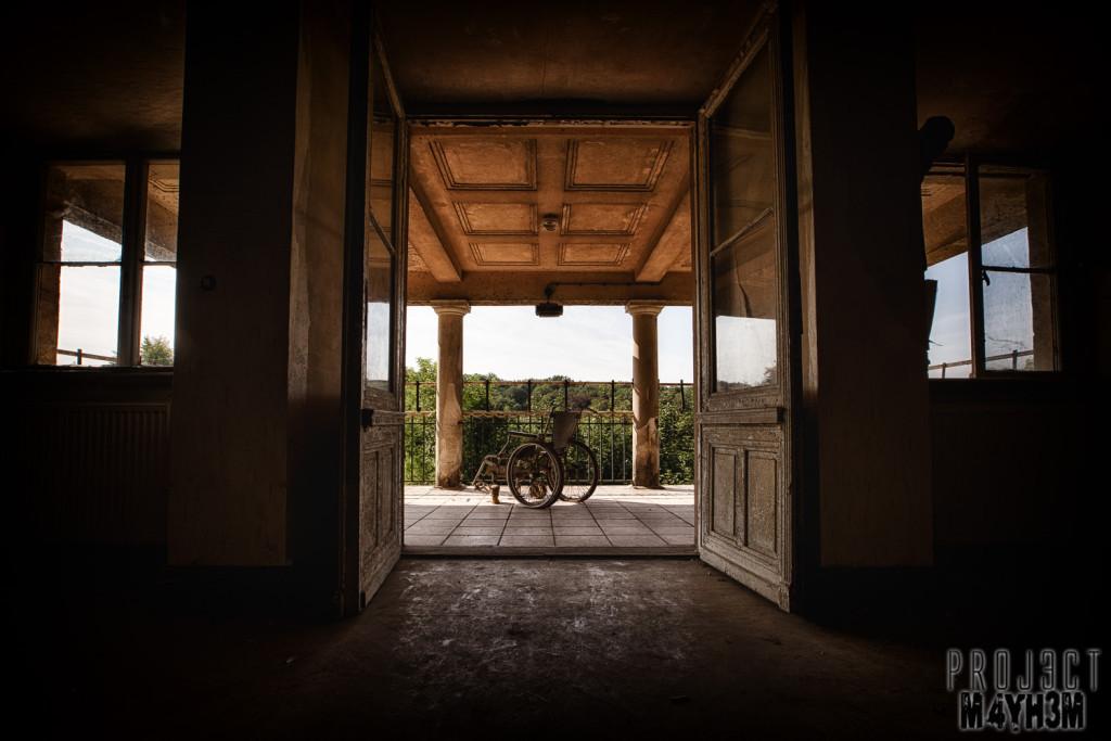 Krankenhaus von rollstühlen aka Hospital of Wheelchairs - Wheelchair on the balcony