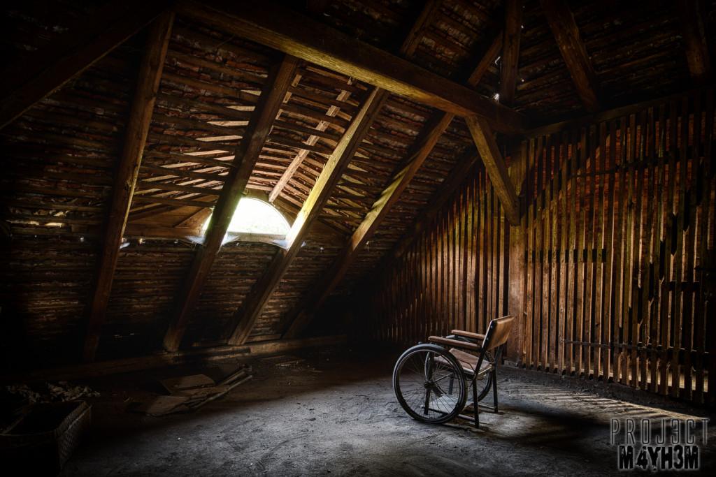 Krankenhaus von rollstühlen aka Hospital of Wheelchairs - Wheelchair in the attic