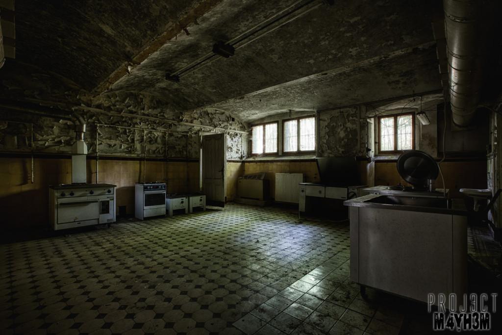 Krankenhaus von rollstühlen aka Hospital of Wheelchairs - Kitchen