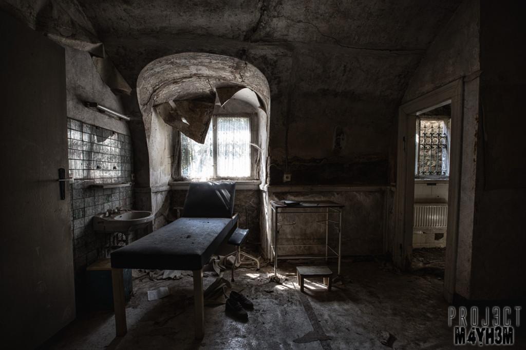 Krankenhaus von rollstühlen aka Hospital of Wheelchairs - Treatment Room