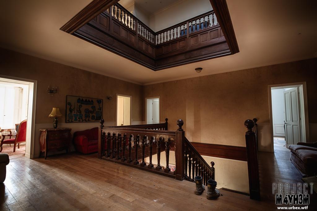 Château Sous Les Nuages - Main Staircase