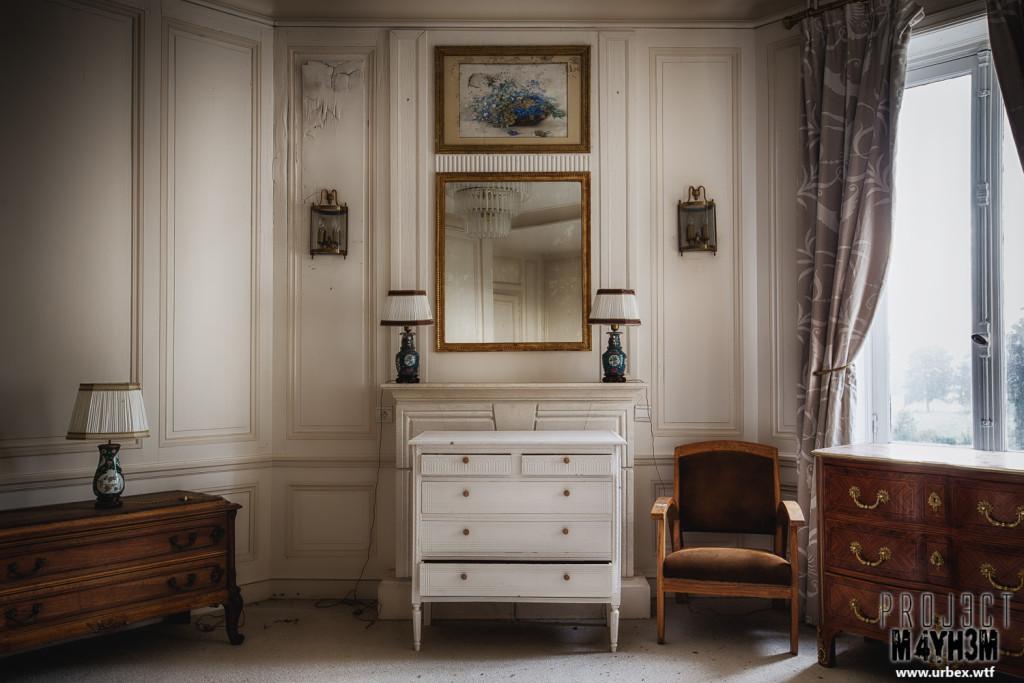 Château Sous Les Nuages - Master Bedroom