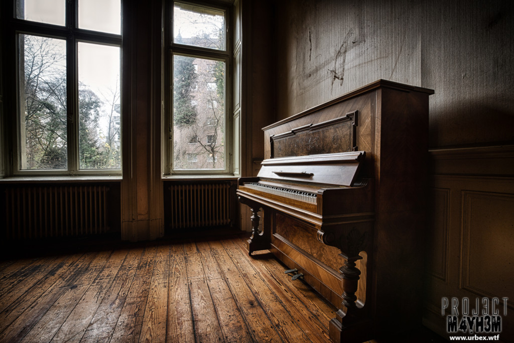 Villa Woodstock - Upright Piano