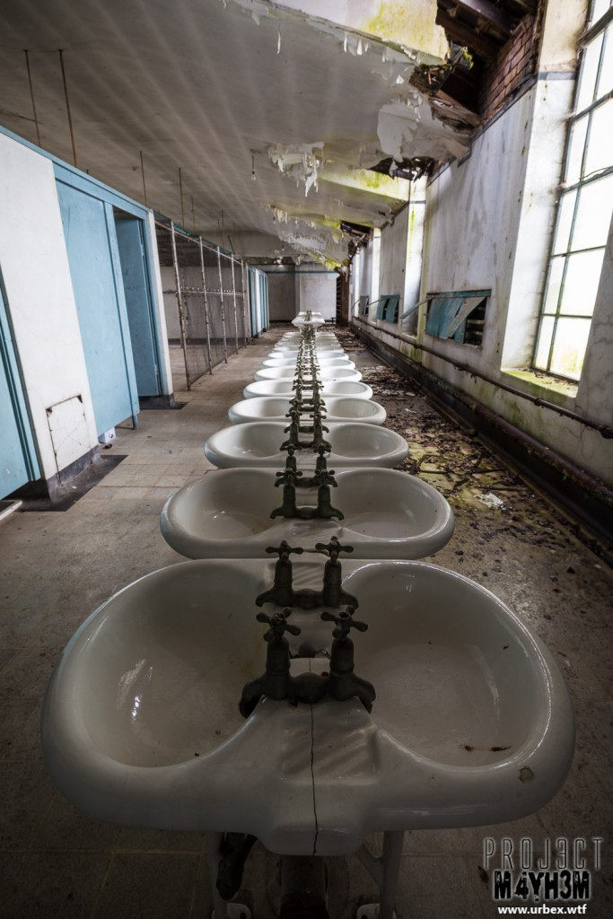 St Josephs Seminary - Communal Sinks
