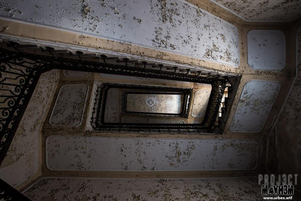 Manicomio di R - Staircase