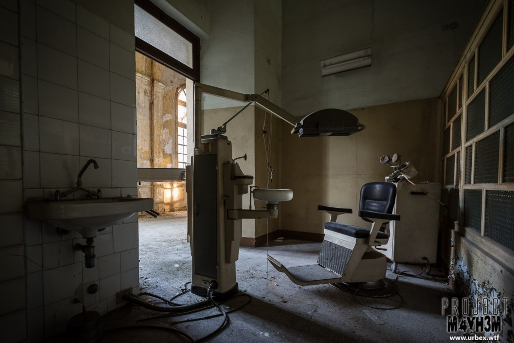 Manicomio di R - Dentist Chair