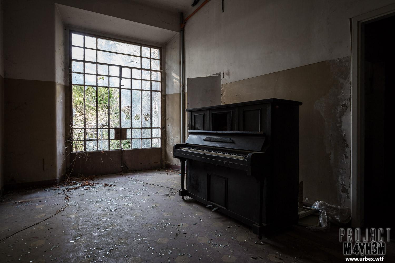 Proj3ctm4yh3m urban exploration urbex ospedale sc aka for Classic house piano