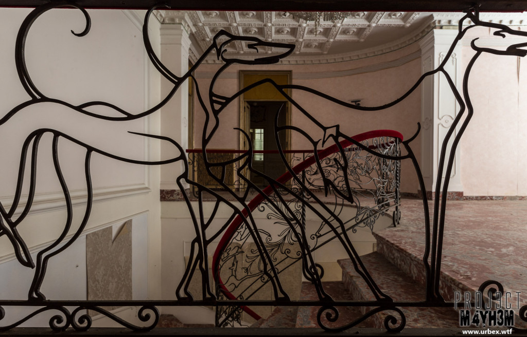 Villa PDO - Greyhound Detailed Iron Banister