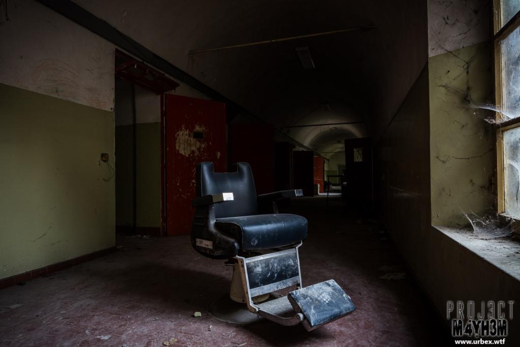Manicomio di C - Dentist Chair