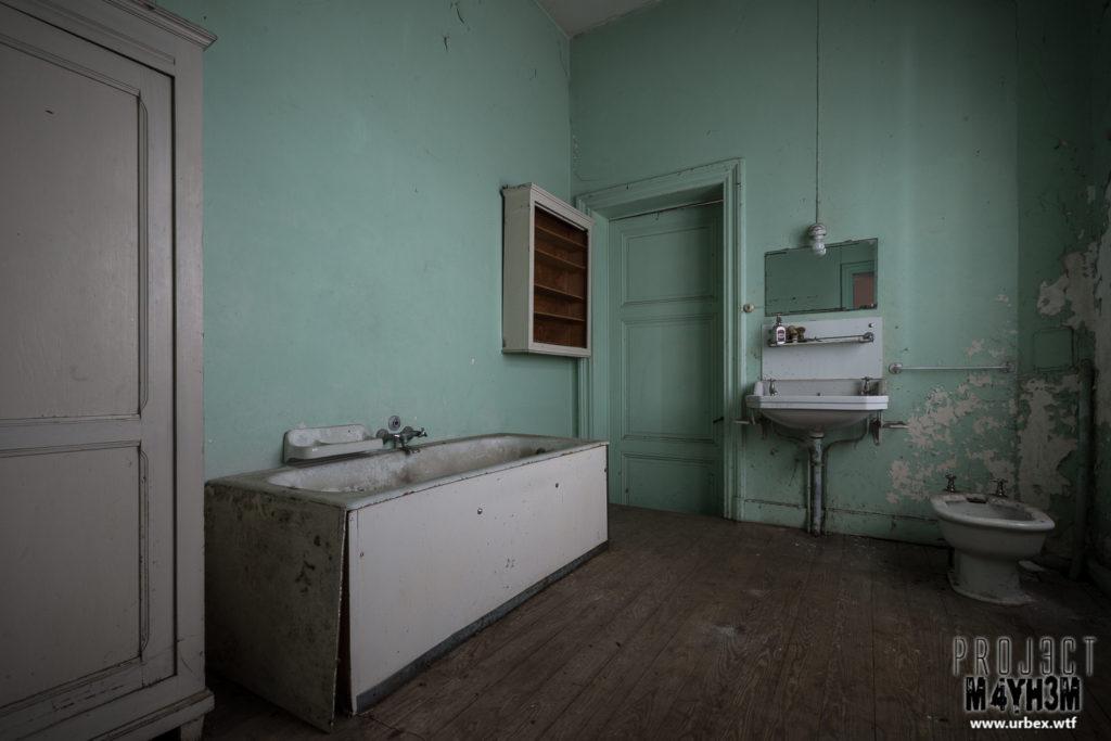 Manoir des portraits aka Château Romantique - Bathroom
