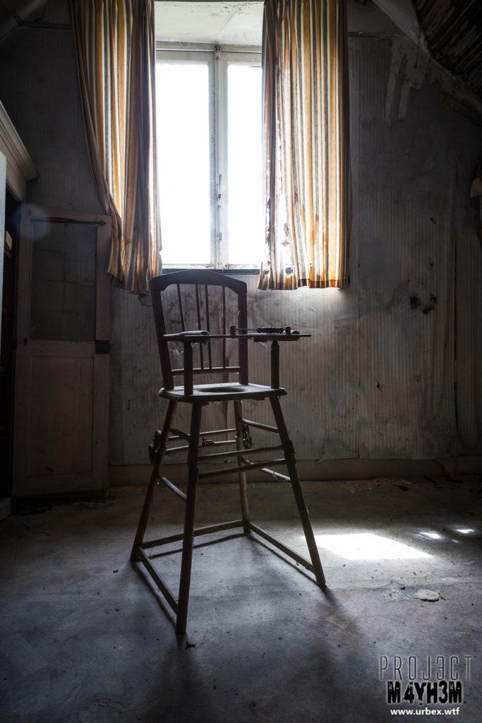Manoir des portraits aka Château Romantique - High Chair