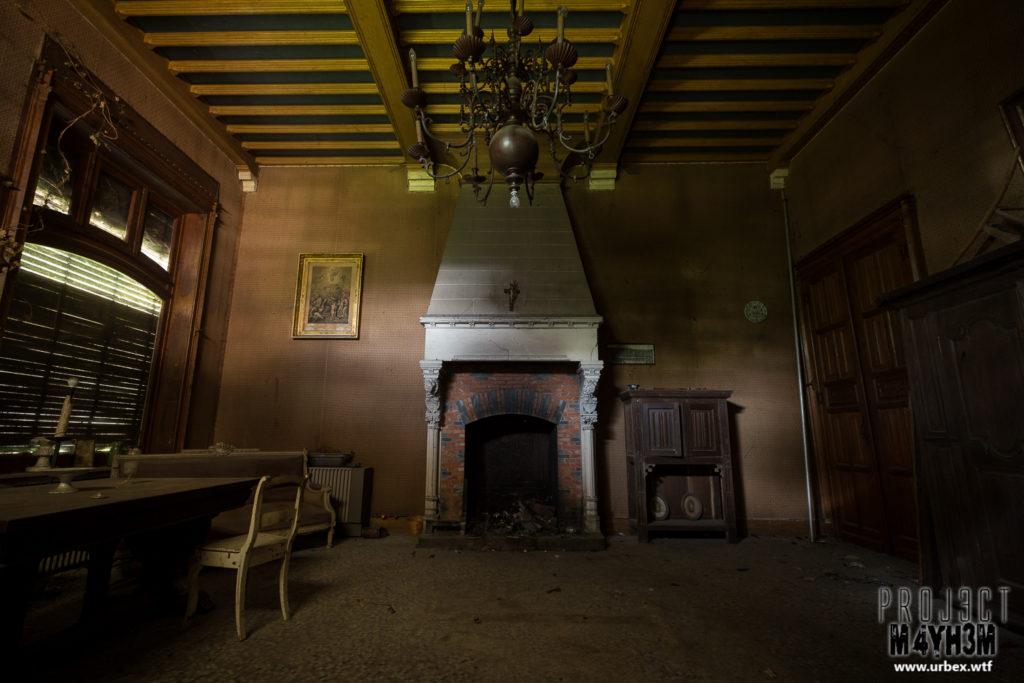 Manoir des portraits aka Château Romantique - Sitting Room