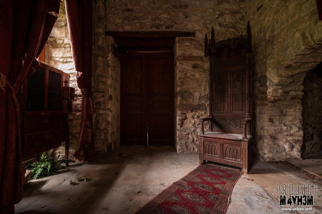 Château Fachos Throne