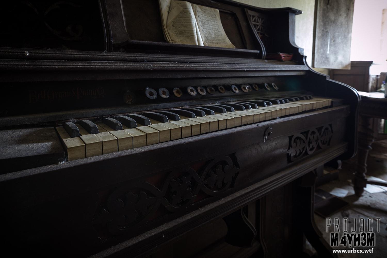 10. Bell Organ & Piano co Ltd Guelph Canada upright