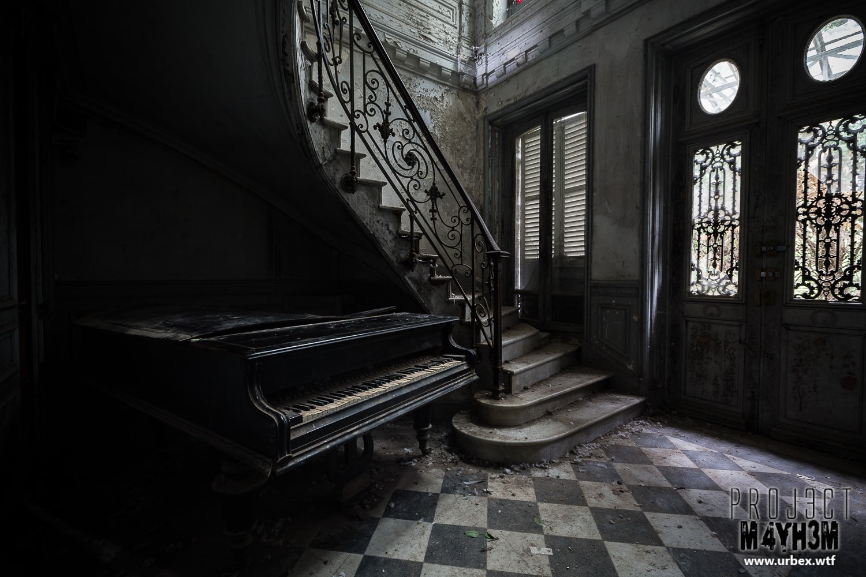 14. Unidentified Grand Piano