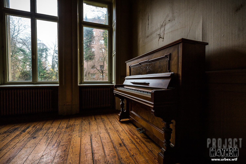 7. Kaeferle Ludwigsburg Klemm Solingen upright Piano