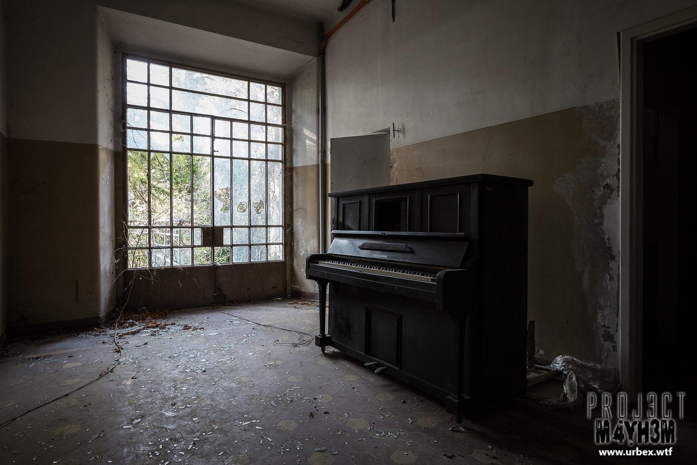 9. Lingmann Upright Piano