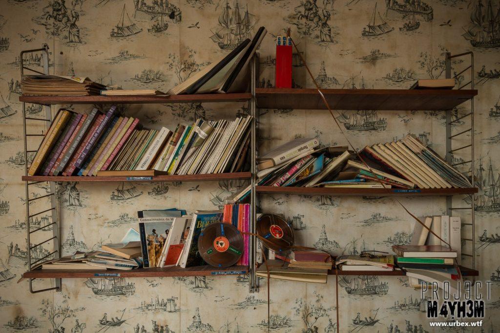Villa Heil - Bookshelf
