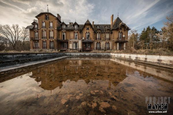 A derelict Chateau